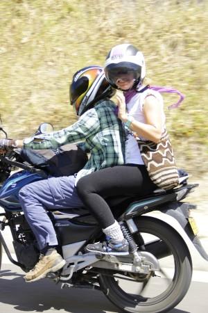 saludando a los de las motos, san agustin